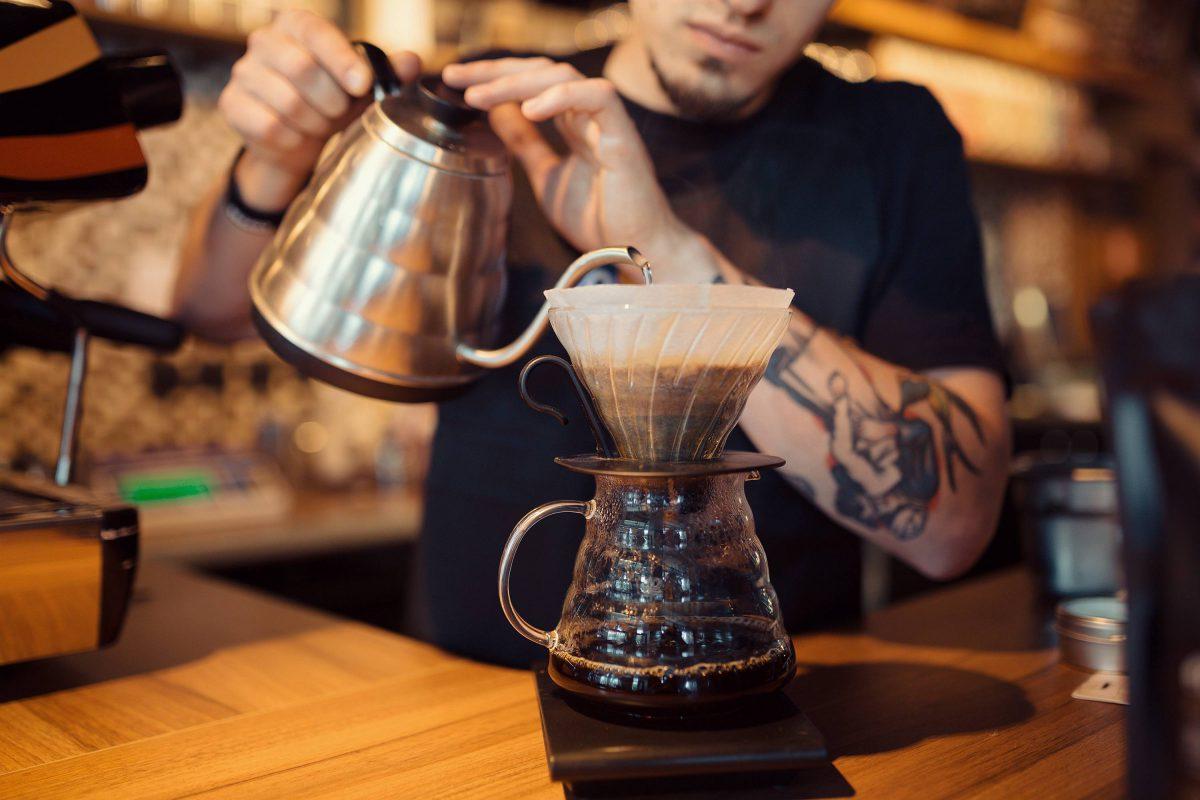 Przerwa kawowa w firmie – prosty sposób na dobre relacje w pracy